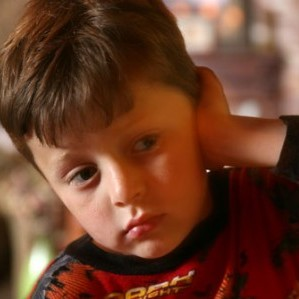 webmd_rm_photo_of_child_holding_ear